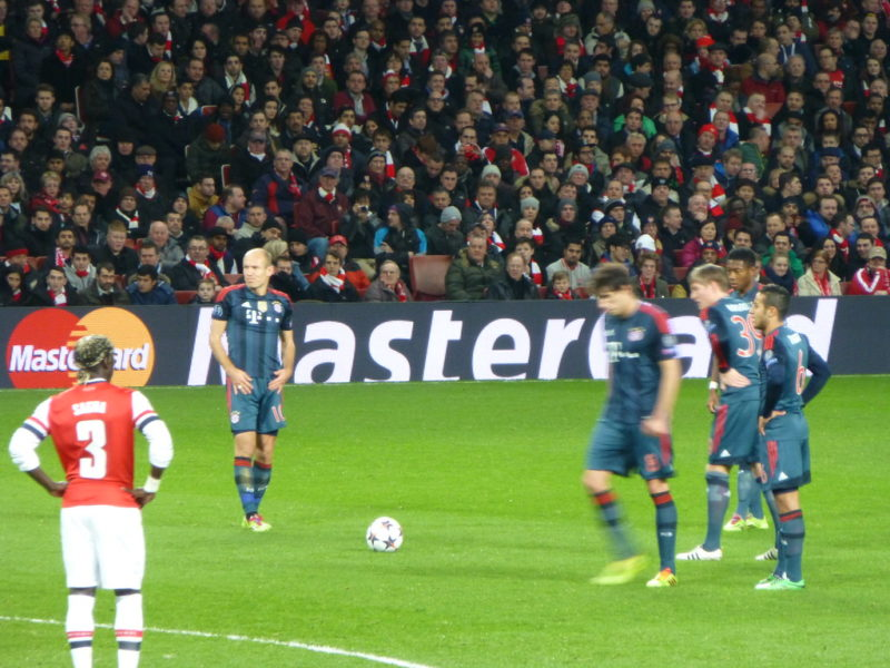 Bayern Munich players taking a free kick